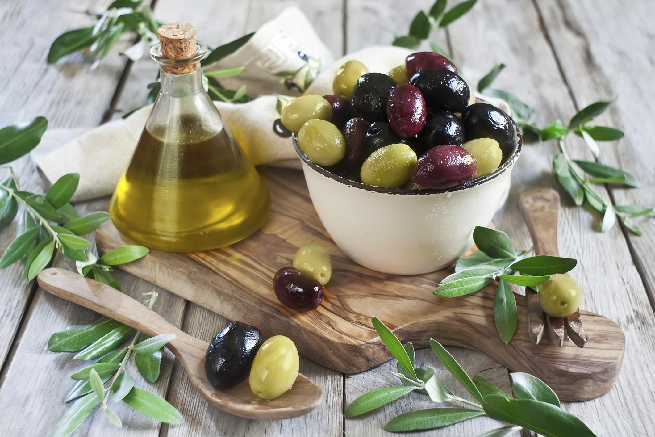 Schälchen mit Oliven